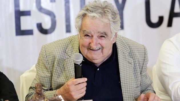 """José Mujica: """"A los que les gusta mucho la plata hay que correrlos de la política"""""""