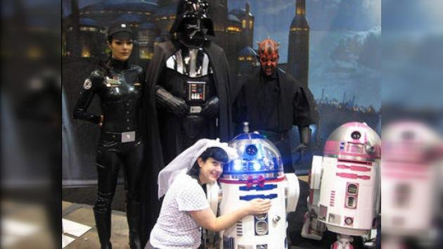 """Una estadounidense se casó con el astrodroide de los """"Star Wars"""""""