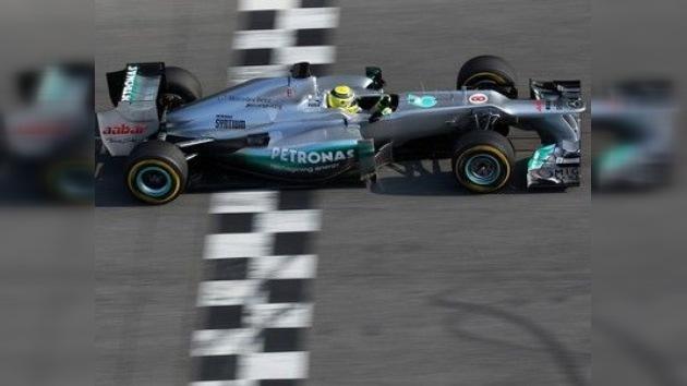 Mercedes presenta el F1 W03 en Montmeló con resultados discretos
