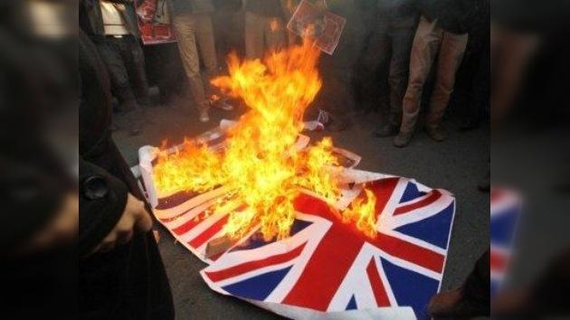 Países europeos retiran a sus diplomáticos de Irán