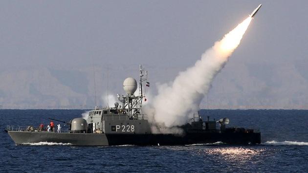 La Marina de guerra iraní prueba el nuevo misil tierra-aire Ra'd