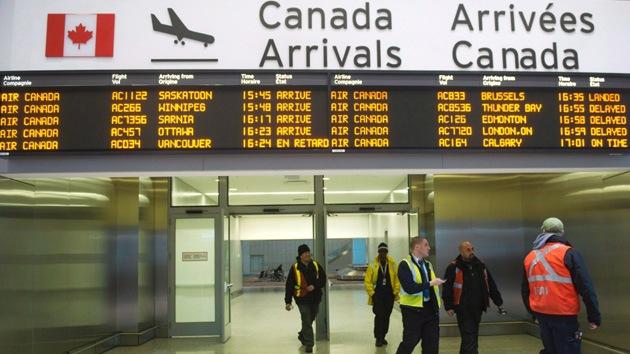 Canadá: Un pasajero salta de un avión en movimiento que acababa de aterrizar