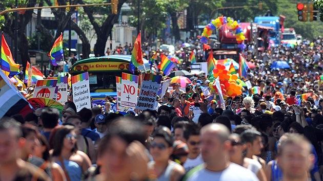 """Costa Rica aprueba """"por accidente"""" las uniones homosexuales"""