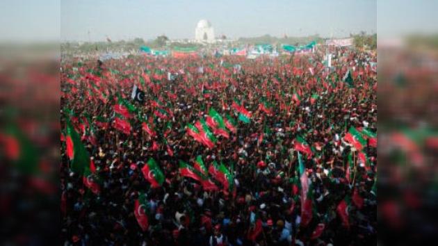Más de cien mil personas protestan contra EE. UU. en la ciudad pakistaní de Karachi