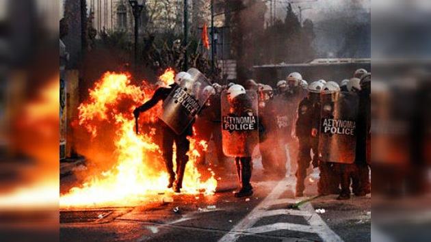 El ajuste exigido por la 'troika' y aprobado por el Parlamento deja a Grecia en llamas