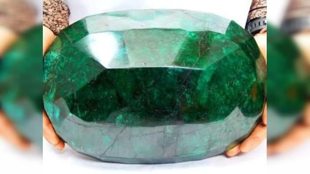 Subastan la esmeralda más grande del mundo