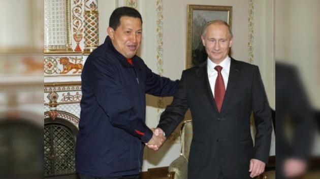 Chávez y Putin se despiden discutiendo sobre tanques y coches