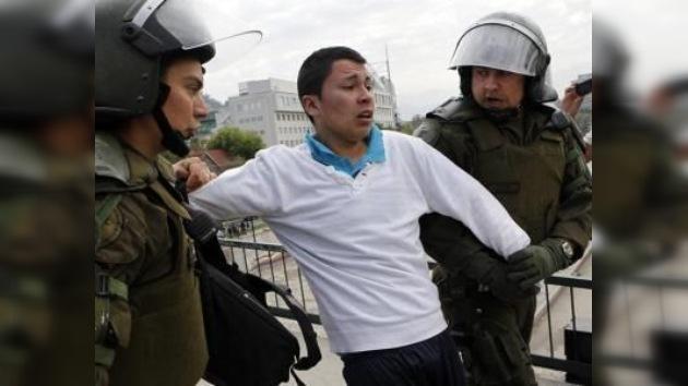 Chile: manifestaciones estudiantiles terminan con 250 detenidos