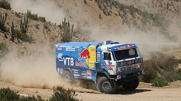 El equipo ruso Kamaz-Master lidera el Rally Dakar de camiones tras la novena etapa