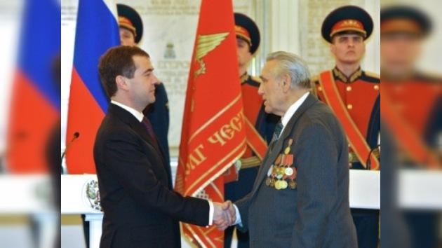 El Kremlin galardonó a héroes de cuatro guerras