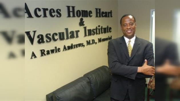 El médico de Jackson espera en Los Ángeles la decisión de los fiscales