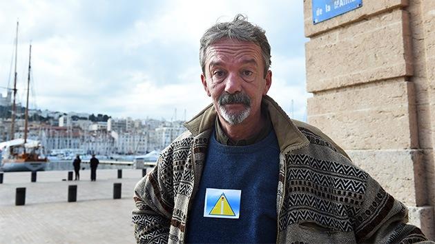 Francia: Obligan a los sintecho a llevar triángulos amarillos como los judíos