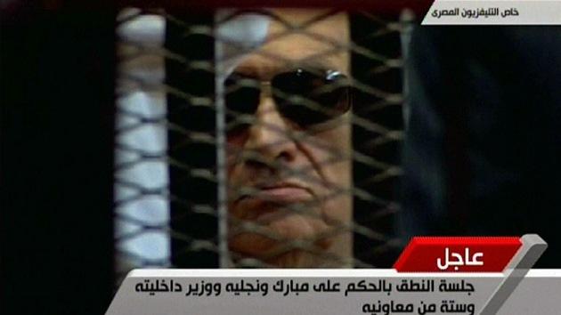 Condenan a cadena perpetua al ex presidente egipcio Hosni Mubarak
