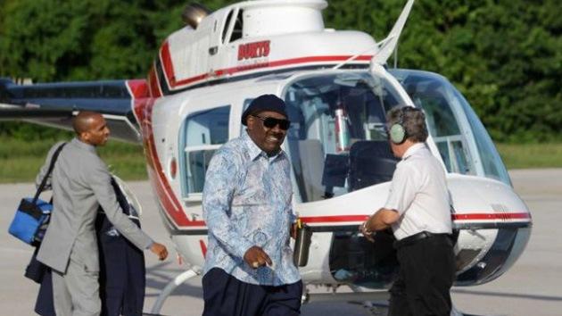 Un pastor promete a sus feligreses 'gracias divinas' si le ayudan a reparar su helicóptero