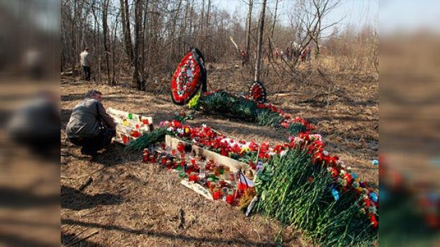 Miles de personas acuden a Smolensk para conmemorar a víctimas de la catástrofe aérea
