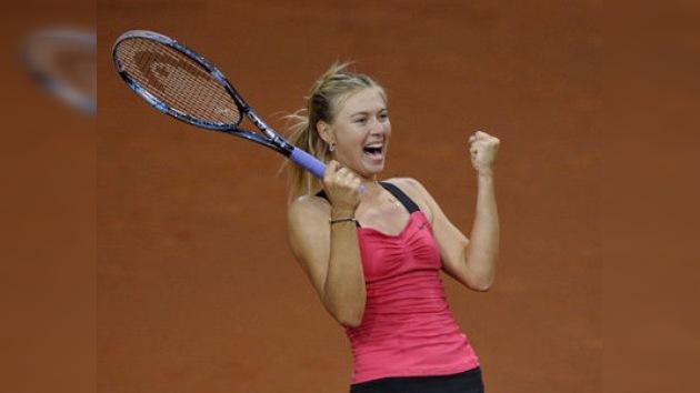 Sharapova bate a Azarenka en el torneo de Stuttgart