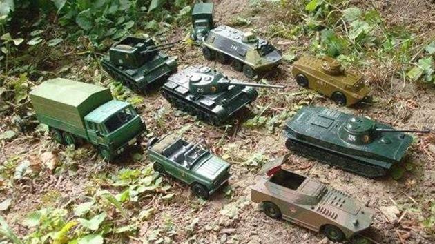 'Evidencia más convincente': Embajada rusa se burla de la OTAN con blindados de juguete