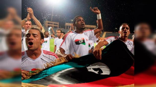 Los rebeldes libios salen a las calles para celebrar el triunfo de su equipo de fútbol