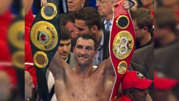 Vladímir Klichkó ganó a David Haye y conquistó los títulos de la WBO, IBF y WBA