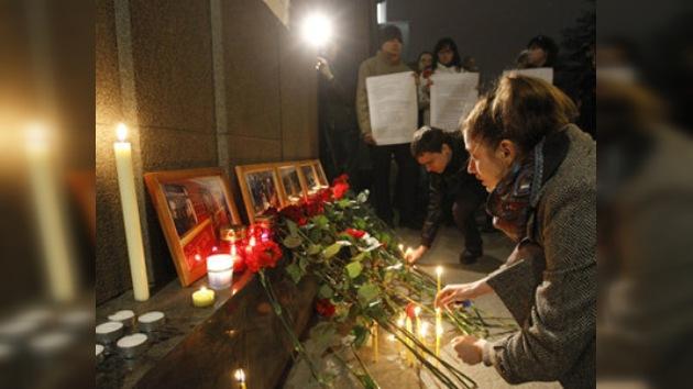 Minuto de silencio para honrar a víctimas de las explosiones en el metro