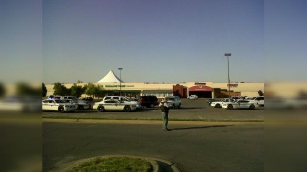 Un niño muere en un tiroteo en un centro comercial en Oklahoma