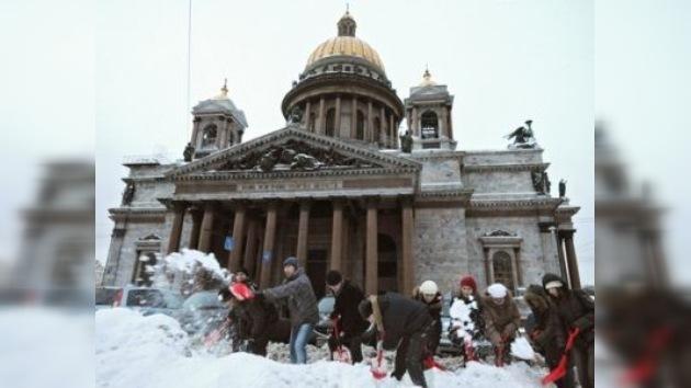 En San Petersburgo protegen a sus esculturas con tecnología militar