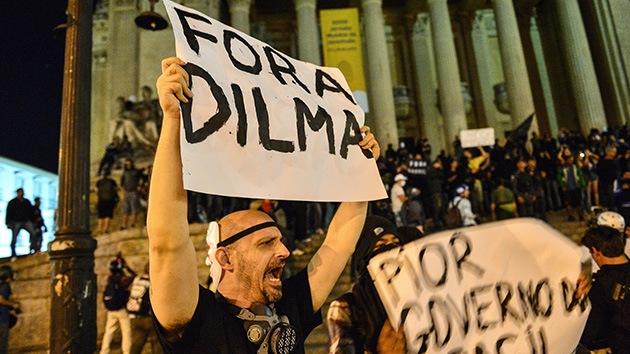 La Policía lanza gases lacrimógenos contra manifestantes en Río de Janeiro