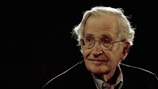 """Noam Chomsky: La política de EE.UU. se ha convertido en """"salvajismo puro"""""""