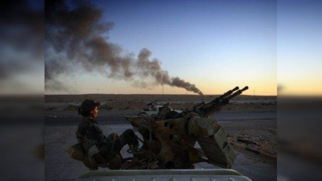 ¿Apoya Francia a los rebeldes a cambio del 35% del petróleo libio?