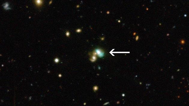 Una 'judía verde' en el firmamento: captan una galaxia que brilla en toda su extensión