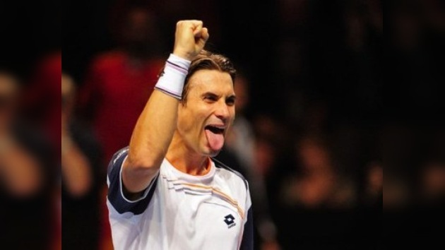 Ferrer sorprende a Djokovic y se mete en las semifinales de la Copa de Maestros