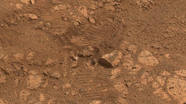 La NASA resuelve la procedencia de la enigmática roca fotografiada en Marte