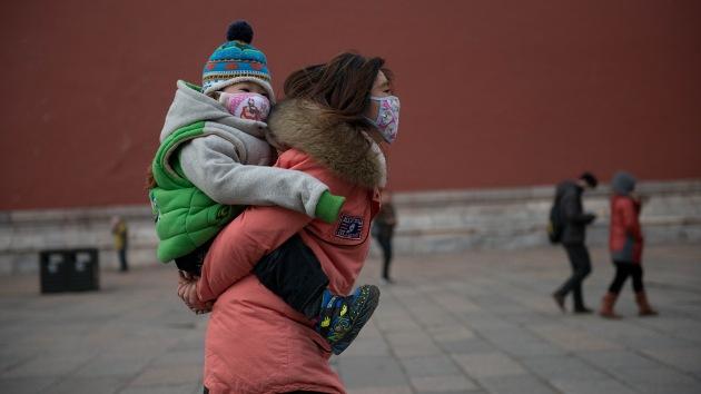 China quiere multar a las mujeres por dar a luz fuera del matrimonio