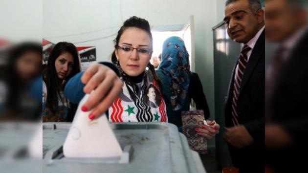 Siria vota el referéndum constitucional en medio de llamadas al boicot