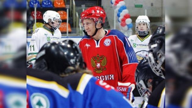 Putin vistió el uniforme de la selección nacional de hockey sobre hielo