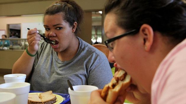 """Epidemia de obesidad en EE.UU., generada por la """"codicia"""" de las multinacionales"""