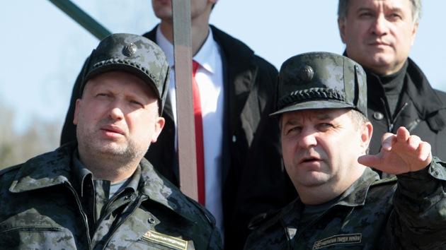 Turchínov introduce el servicio militar a causa de la crisis en Ucrania