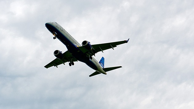 Expulsan de un avión a una pasajera por burlarse en un tuit del piloto