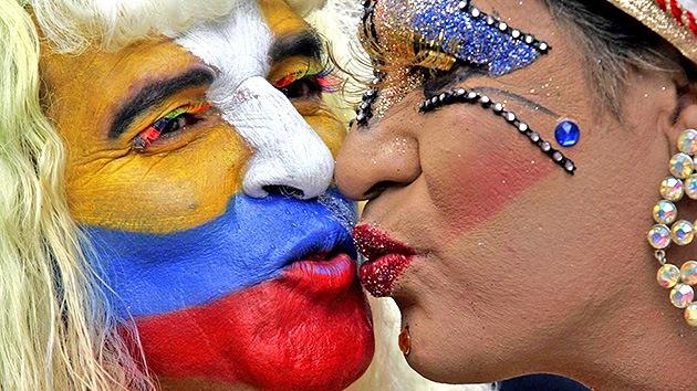 Los gays colombianos podrán besarse en lugares públicos