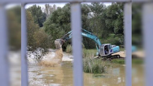 El lodo tóxico de Hungría alcanza el Danubio