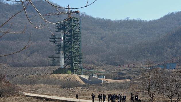 Corea del Norte despliega su cohete de largo alcance en la plataforma de lanzamiento