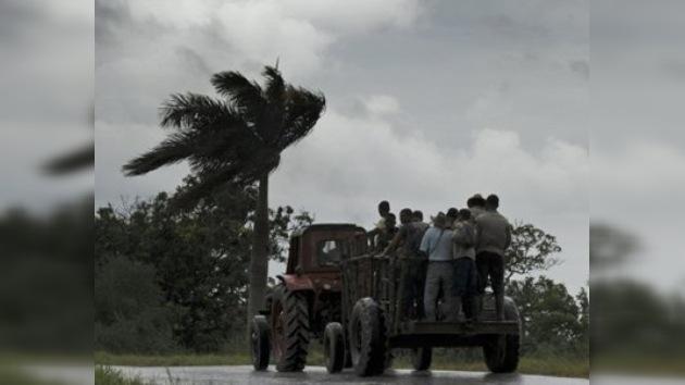 'Richard' amenaza con convertirse en huracán a su paso por el Caribe