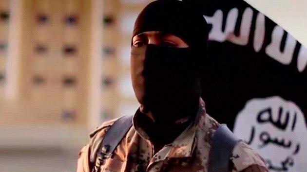 Un chico de 14 años se prepara para combatir en las filas del Estado Islámico