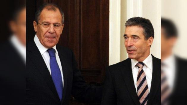 """Las dos caras del escudo: la OTAN evoca pactos, pero Rusia """"no ve luz al final del túnel"""""""