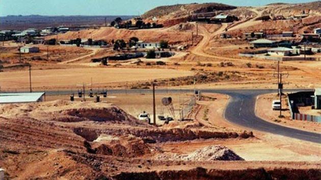 ¿Qué obligó a casi 2.000 australianos a vivir en un pueblo construido bajo tierra?