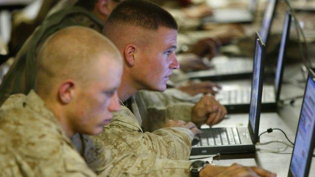 """""""El Ejército de EE.UU. manipula las redes sociales para fabricar la realidad"""""""