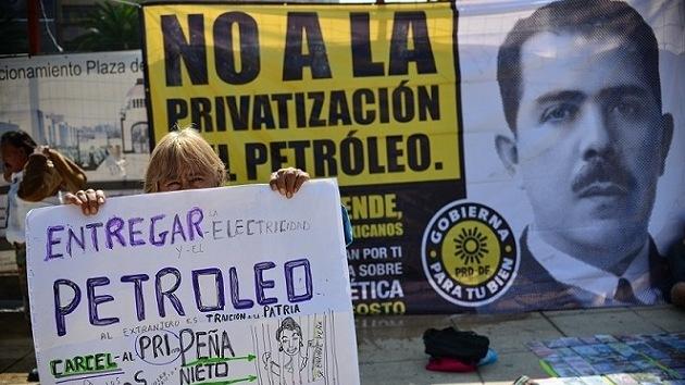 El Senado de México debate la reforma del sector petrolero en medio de protestas