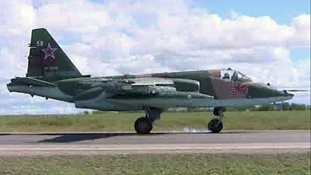 VIDEO: El avión ruso de ataque Su-25 aterriza en una autovía por primera vez en la historia