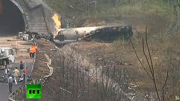 Un camión cisterna explota en China matando a tres bomberos