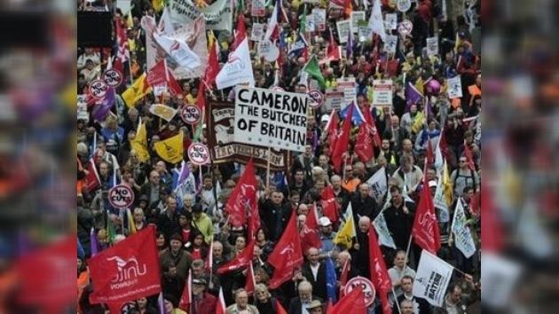 Miles de personas se manifiestan en las calles de Londres